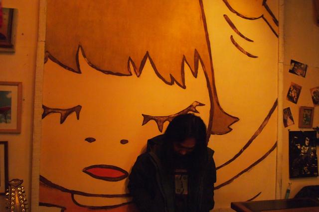 奈良さんの絵をヤニだらけにしているのがこの店の凄いところです。
