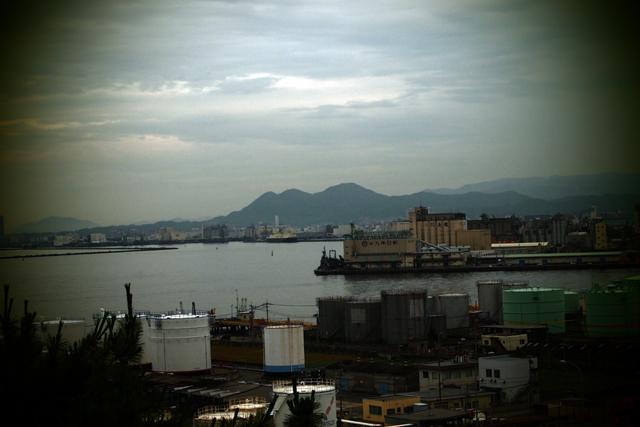 僕が育った立花山と三日月山です。夕刻、博多にて。