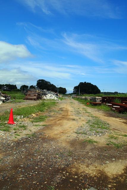 線路の跡です。復旧の見通しはまるで立っていません。はっきり云って陸の孤島なのです。