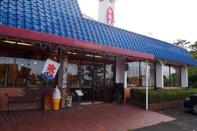 我々のプロジェクトに多大な協力をしてくれているお菓子屋さん船橋屋製菓です。