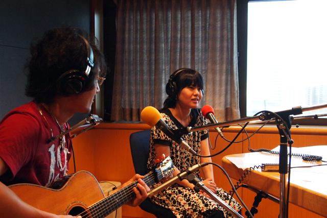 聡子、熱唱中。