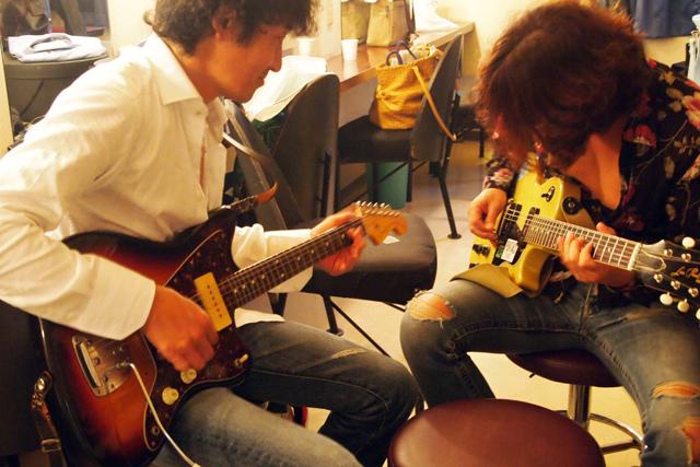 浅井君と練習中。