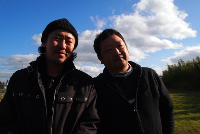仕事を終えた料理隊長と相馬人。
