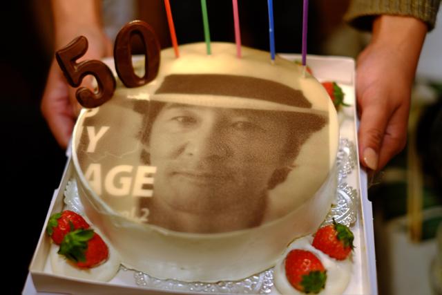 またケーキは運ばれ。