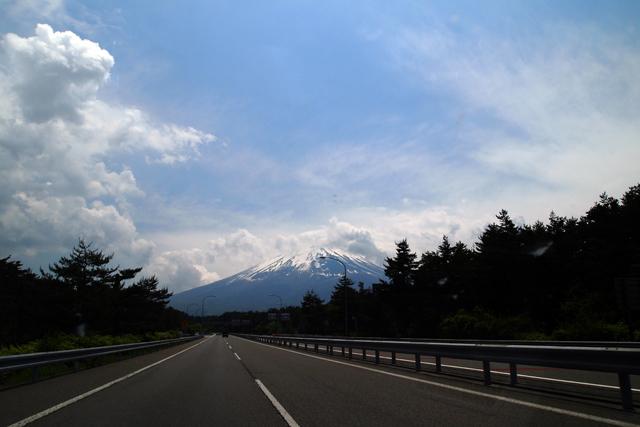 富士山だー。もうすぐ家だー。