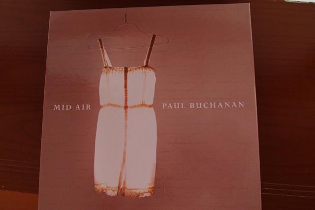 最近エンドレスで鳴っているのはともだちが送ってくれたこのアルバム。水墨画みたいだよ。素晴らしい。