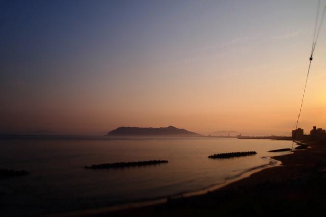 夕暮れの函館山。対岸の大間原発に何かがあれば、相馬と同じことになるのです。そんなのありえない。