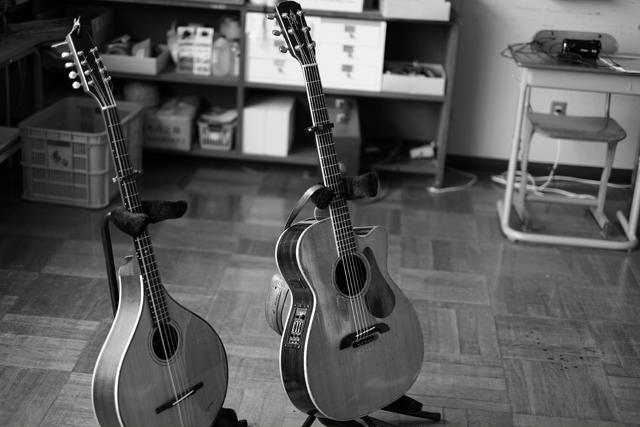 教室に楽器ってのも悪くなかった。ここは楽屋。