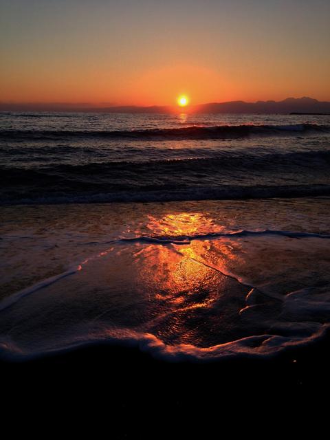 たっくさんの人が夕陽を観てたんだ。それもいい眺めだったさ。
