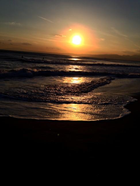 どうしてオレは夕陽に惹かれるのかな。「夕陽は昇る」って名曲あったね。