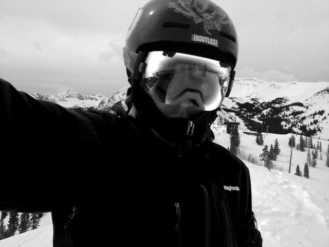 雪焼けが探検隊クラスになって、ライヴで俺はどうすればいいのか。いっそシャネルズみたいにするか、とか。