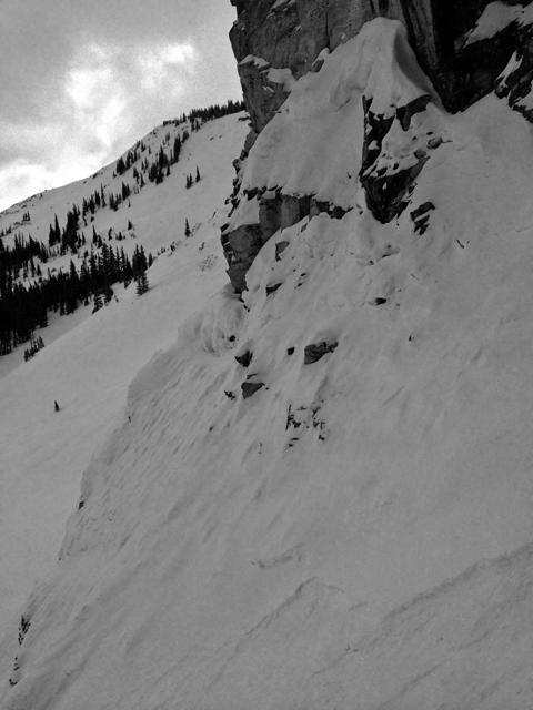 狭くて、岩だらけで、おまけに急で、凍ってる。四重苦。