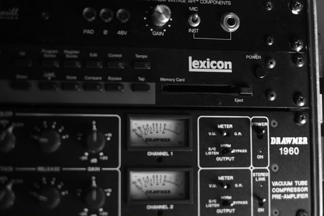 スタジオで録られたものを良く聴いてみるとガリだらけーーーー。修正するだけで多大な労力。泣。