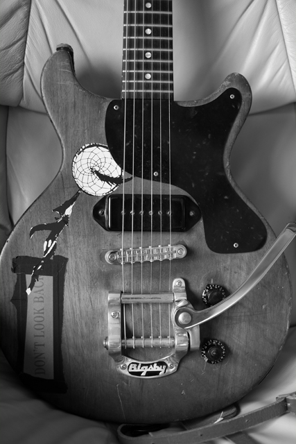 今日はこの人を弾きました。レスポールJr、1958年製。