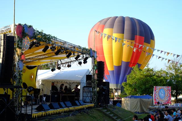 ステージ脇には気球!