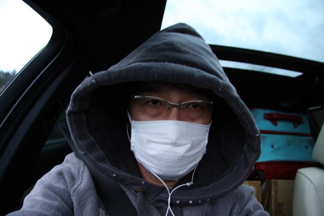 対向車から観たら、ただの危ない人だね。