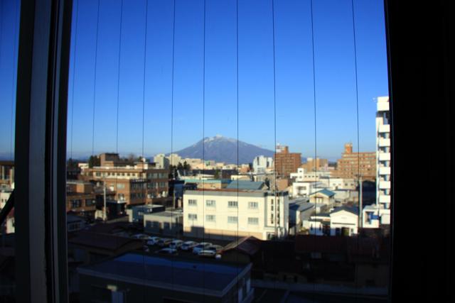 朝、ホテルから見えた岩木山。