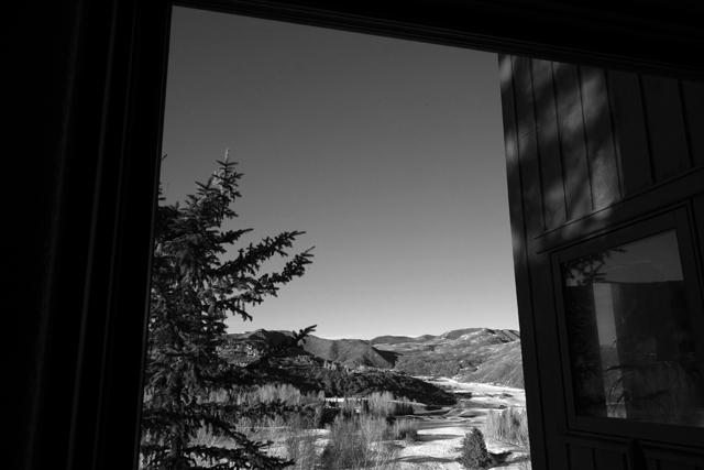 この窓からの風景を音楽にしようと。