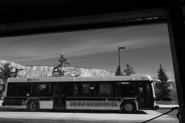 朝の長距離バスに乗って、違う山へ。