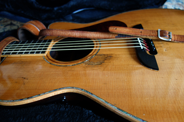 ツアーのために楽器を整備。こういう道具は一切オレを裏切らないから好き。だいいち、余計なこと喋んないし。
