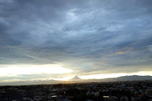 海と富士山、そしてウグイスの声をBGMに鍛えるであるよ。