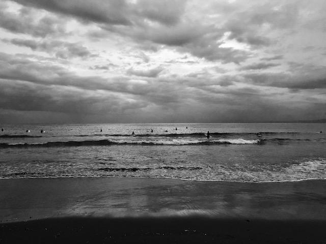 もう秋の海さ。