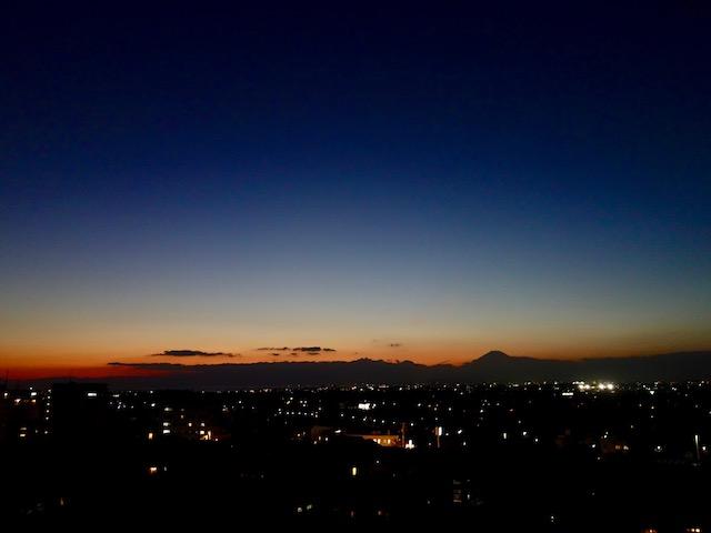 エンジニアは喫煙者なので、1曲終わるごとに屋上で富士山を見るのです。悪くないね。てか、オレはもう一生吸わないけど。