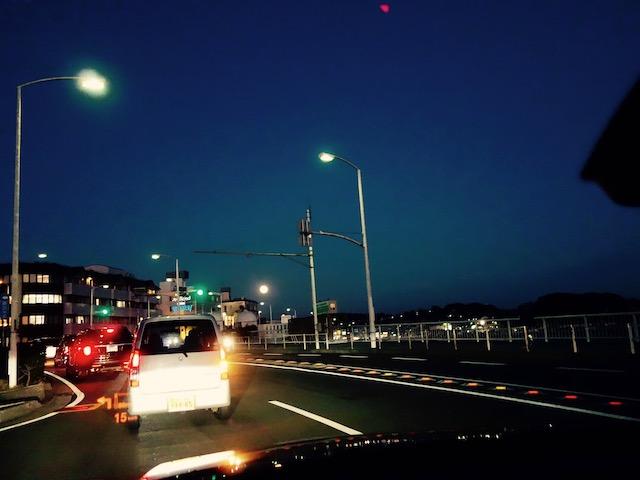 海辺の町に帰ったら、月がデカくてびっくりした。真ん中のひかり、月ですから。