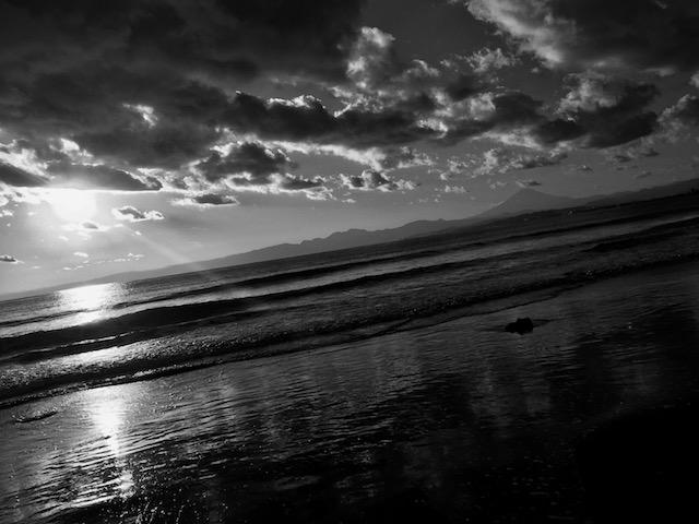 その直前の海と夕陽。