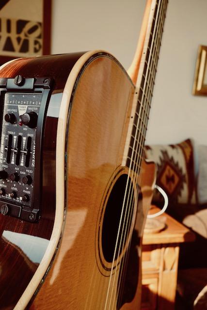 メインギター昇格を狙っているVINCENTは今回ブレイシングを削ってくれた模様。