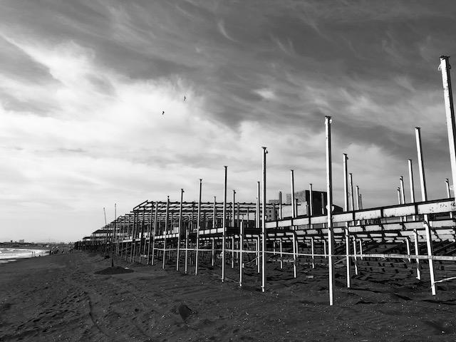 海の家建設中だよ。
