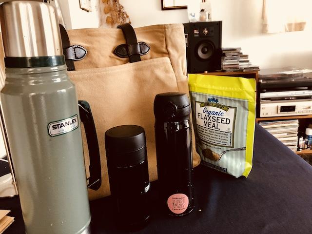 喉のお茶、コーヒー、酵素ジュースを持ってスタジオへ。女子かっ!