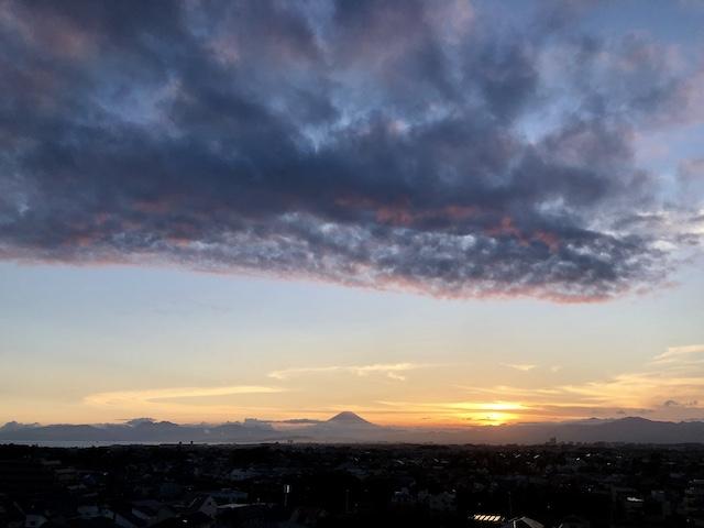 ここに住んでるのは、広い空と富士山と海が見えるから。