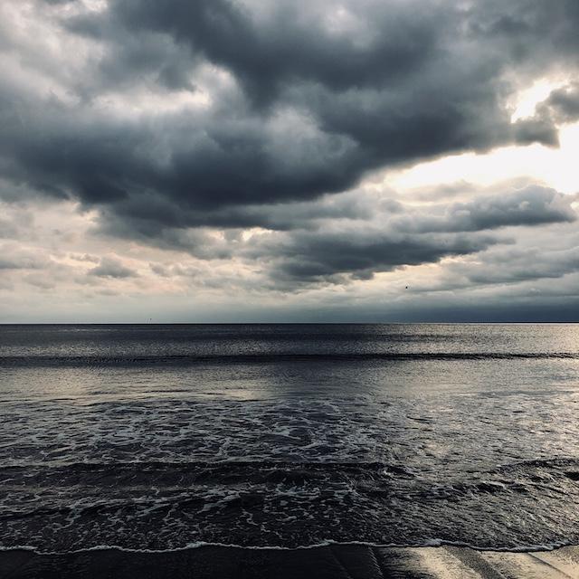 海はいいよ。ほんとうに強くて優しくて、厳しい。