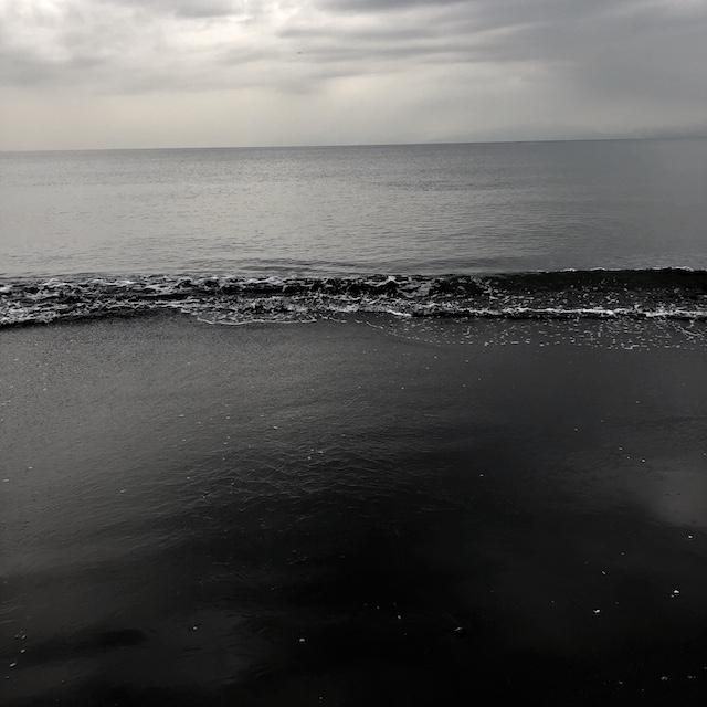 ひかりがない日の海も嫌いじゃないよ。