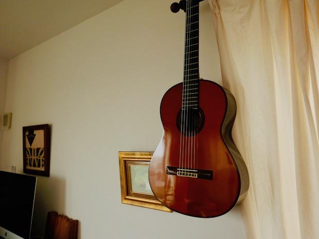 親父のギター。彼よりなにかが秀でてたのはギターだけだったな。笑